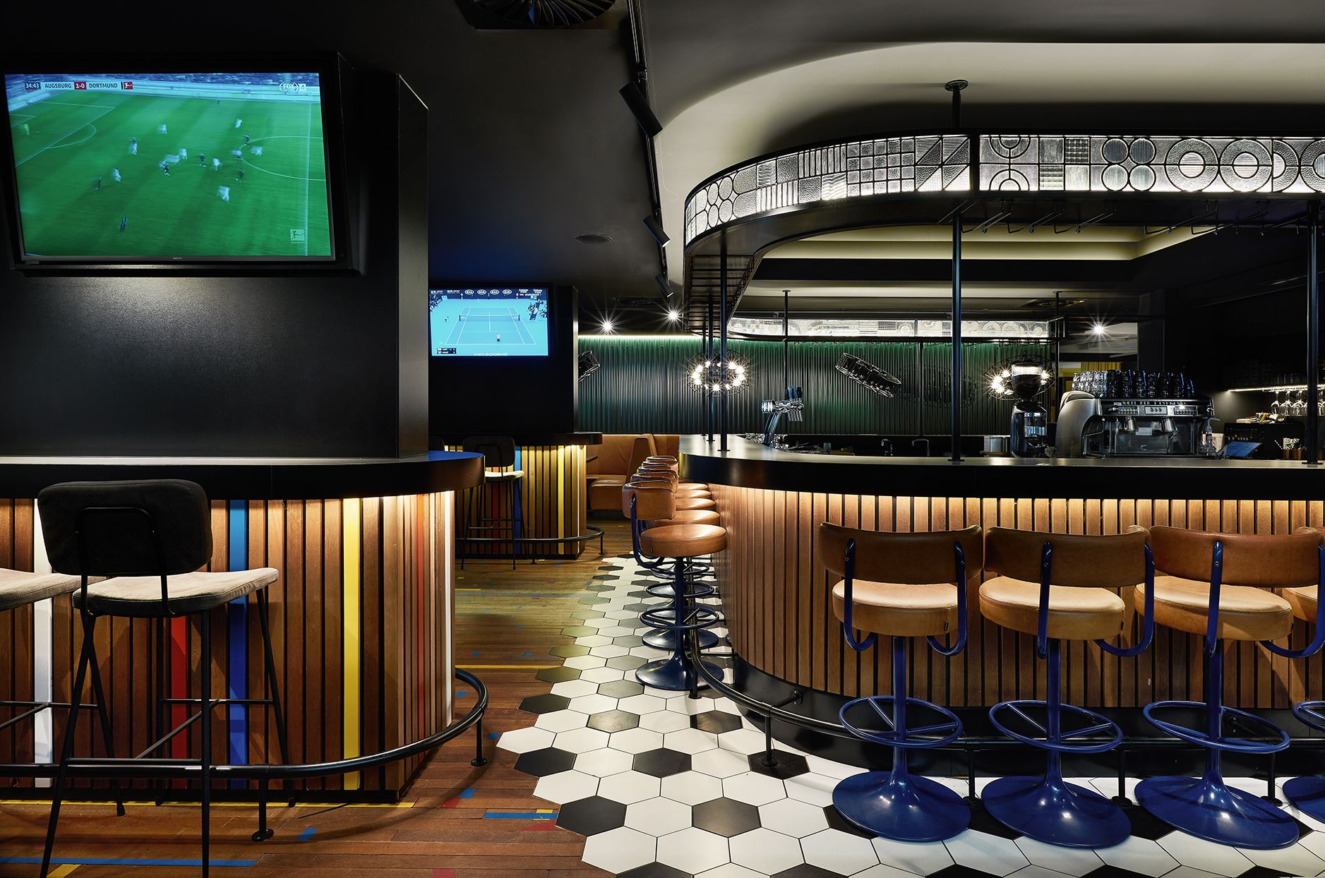 hup-sports-bar_tv_zitjes
